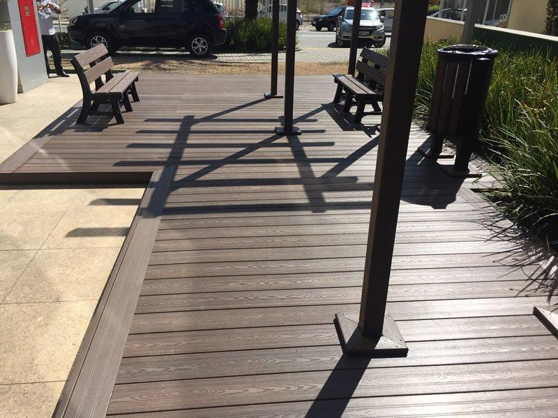 Deck e Pergolado em Barueri - Àrea de Fumantes - Fumodromo em Madeira Plástica